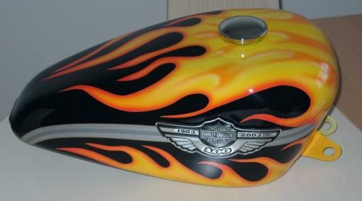 Harley Sportster Tank mit Flammen: www.rbdesign.ch/harley_sportster1.htm